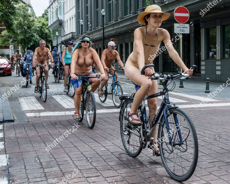 Naked Cyclists Take Part Cyclonudista Ride Belgian -4211