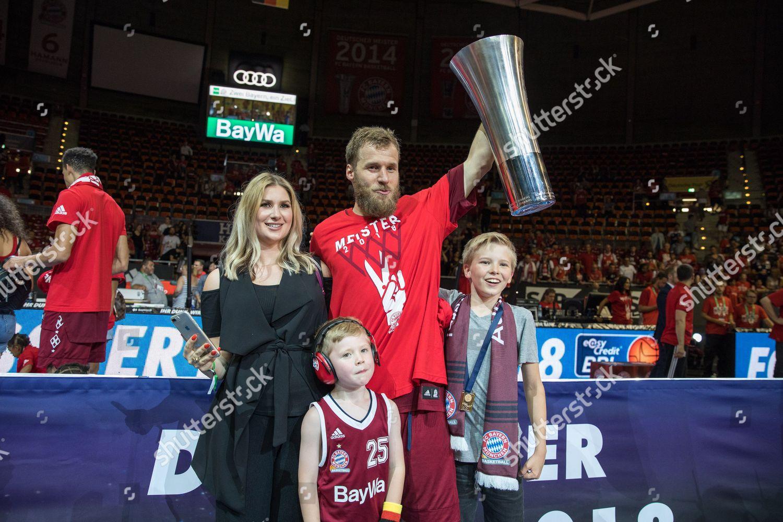 celebration ueber die gewonnene German Meisterschaft Anton
