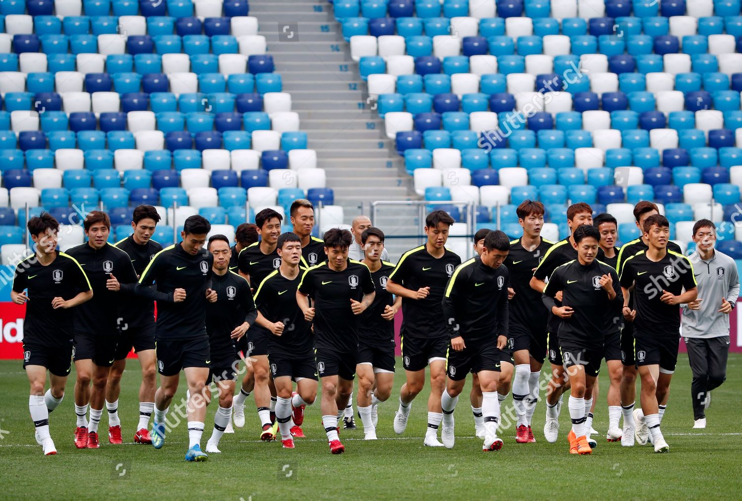 South Korean players attend training session Nihzny