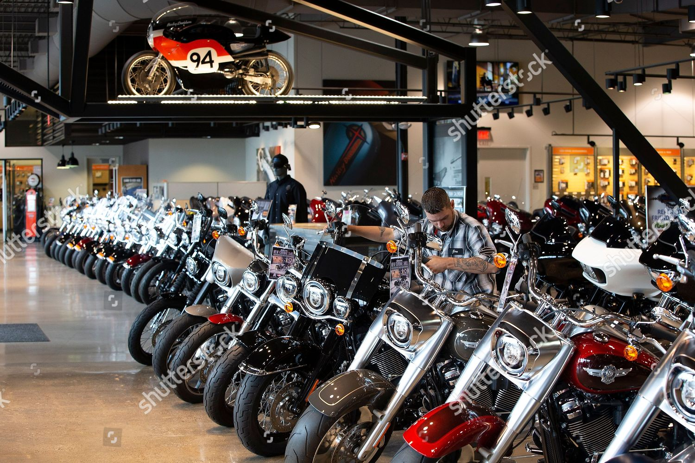 Boston Harley Davidson >> Employee Tends Harley Davidson Motorcycles Boston Harley