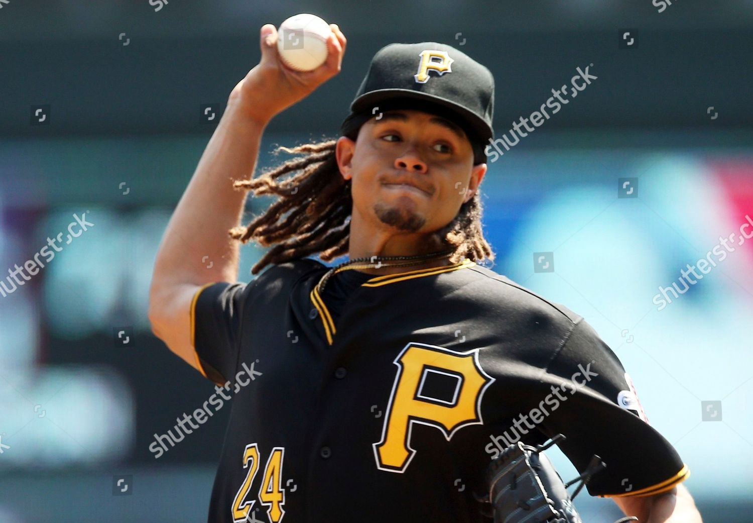 big sale 3e22e c046d Pittsburgh Pirates pitcher Chris Archer throws against ...
