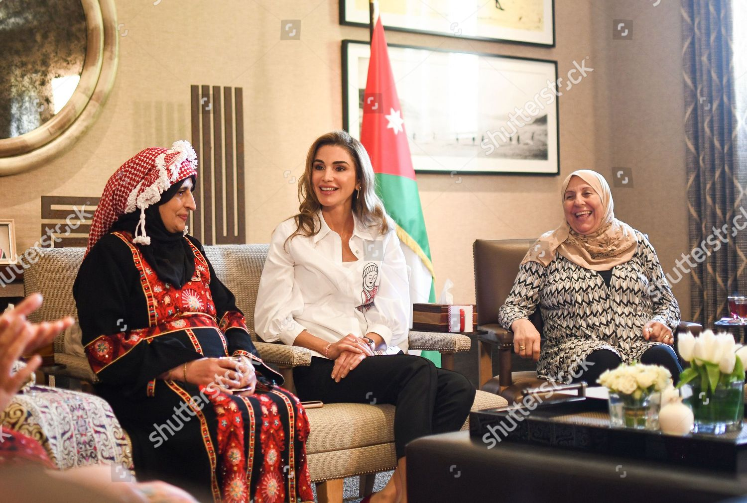CASA REAL JORDANA - Página 11 Queen-rania-meets-with-female-artisanal-food-producers-amman-jordan-shutterstock-editorial-9855869a