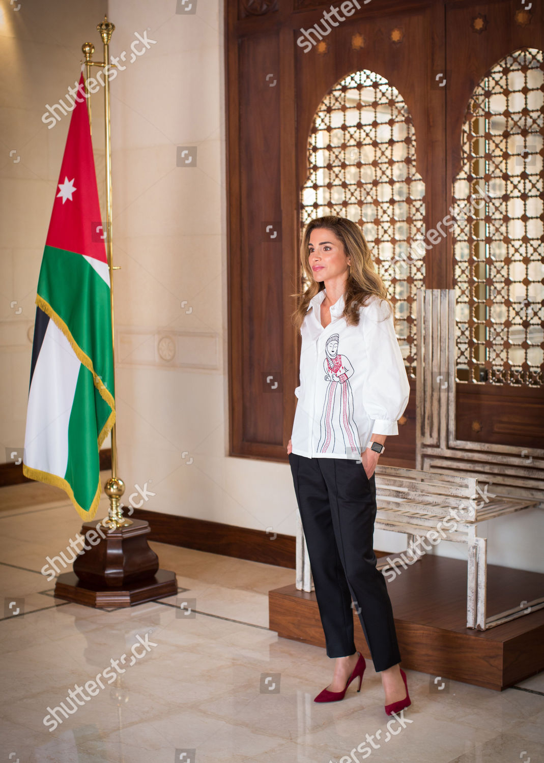 CASA REAL JORDANA - Página 11 Queen-rania-meets-with-female-artisanal-food-producers-amman-jordan-shutterstock-editorial-9855869b