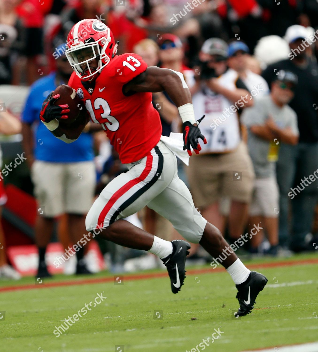 huge selection of 109da 224db Georgia running back Elijah Holyfield 13 runs Editorial ...