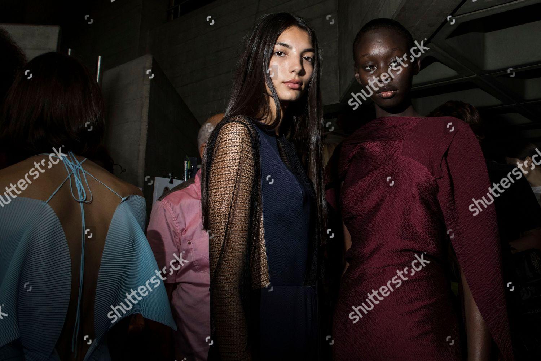 Models pose photographers backstage ahead Roland Mouret
