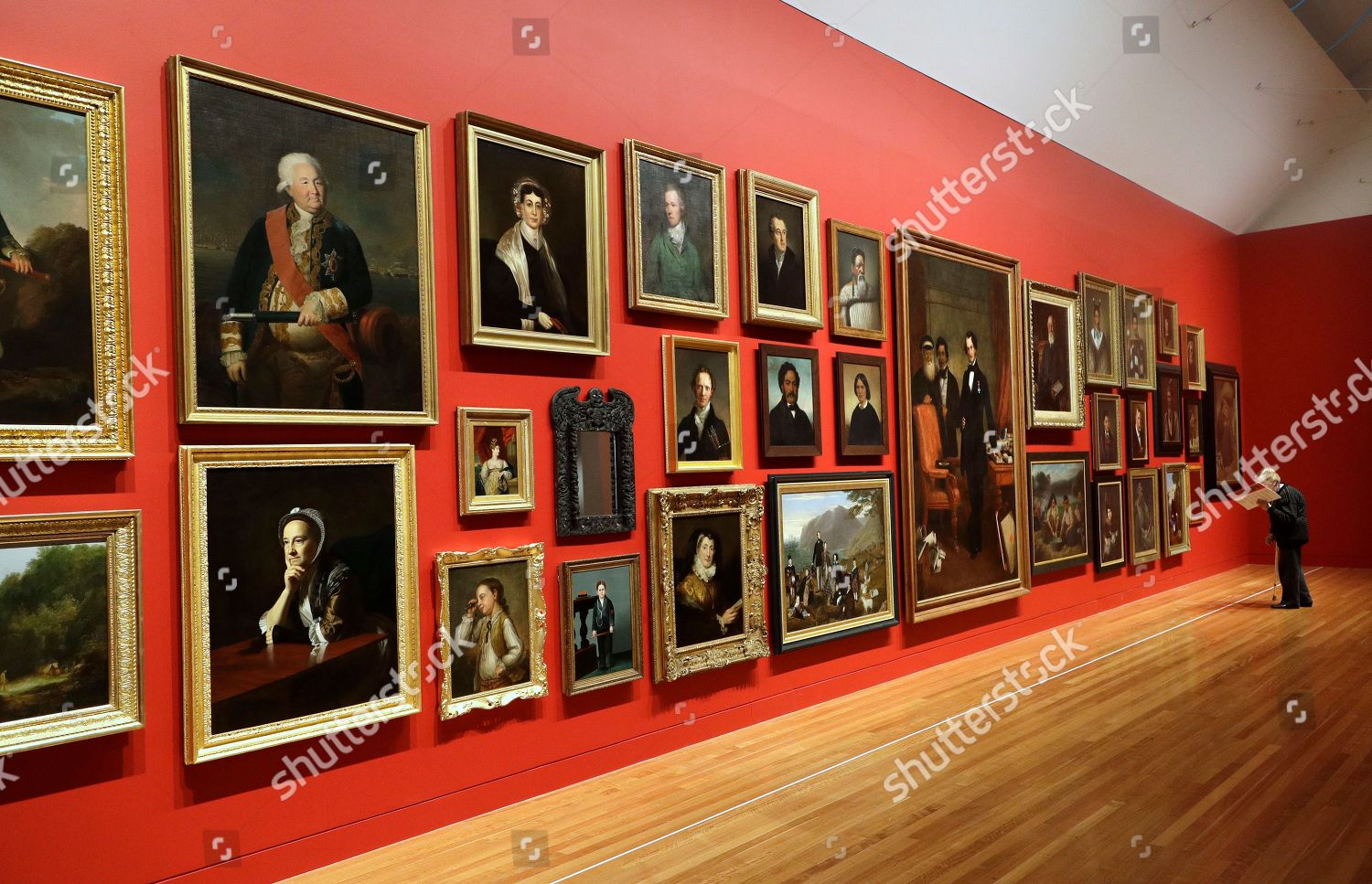 Visitor Te Papa Museum Looks Exhibition Portraits Editorial Stock