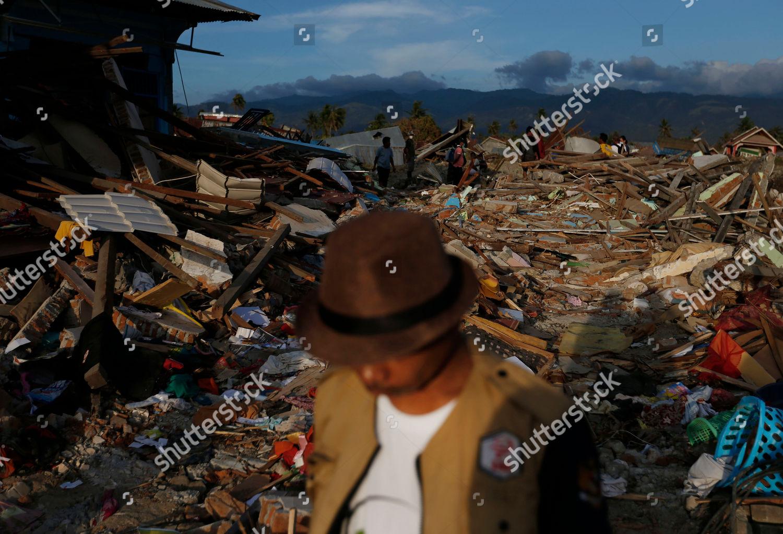 Man Walks On Rubble Houses Petobo Neighborhood Editorial Stock Photo Stock Image Shutterstock