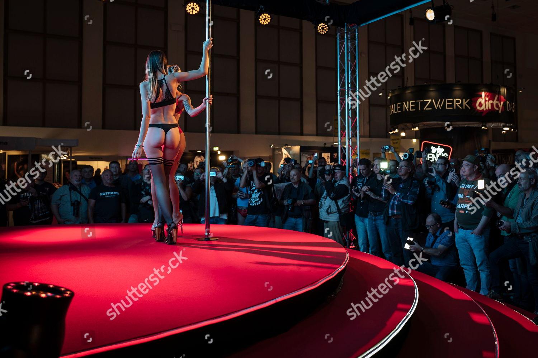 Adult entertainment tradeshow photo 576