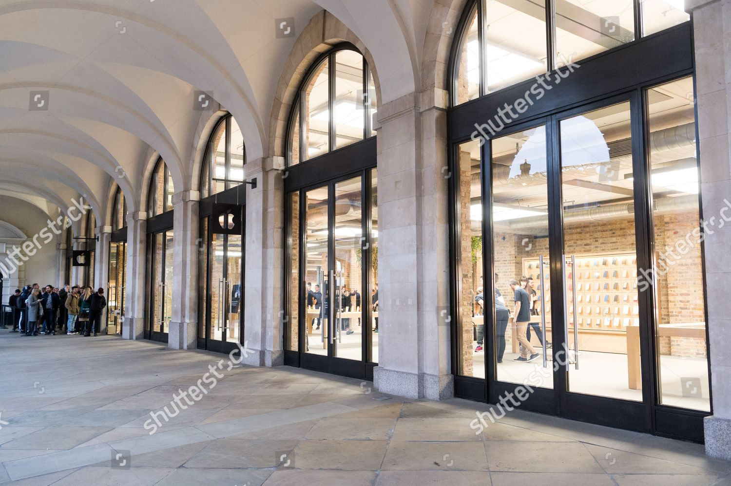 Customers queue outside redeveloped Apple Covent Garden Editorial