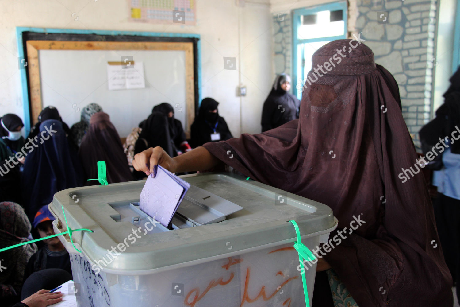 Afghan woman casts her vote during Parliamentary Editorial