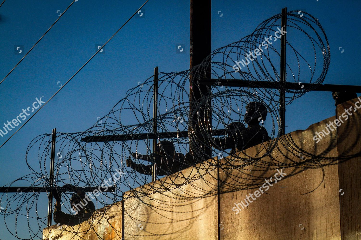 Barbed Wire Fences | Us Military Personell Install Barbed Wire Fences Redaktionelles
