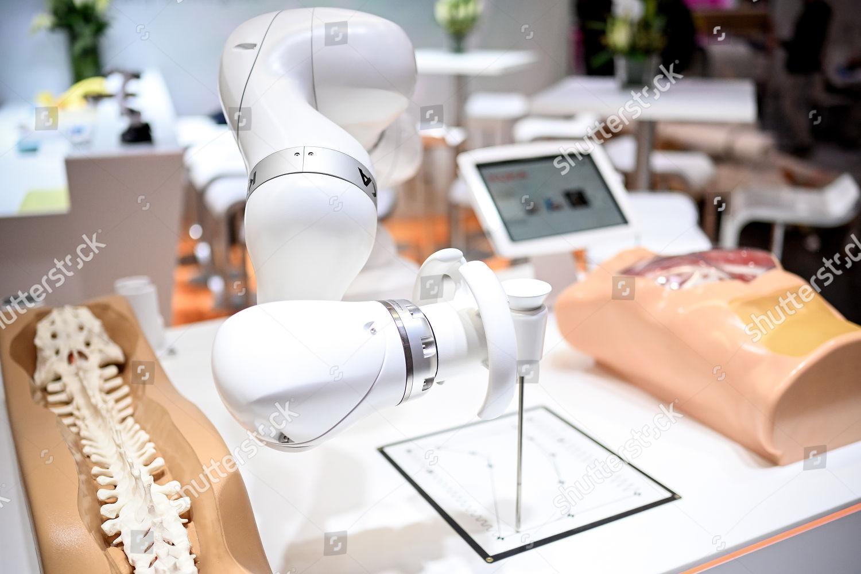 Automation specialist KUKA presents LBR Med sensitive