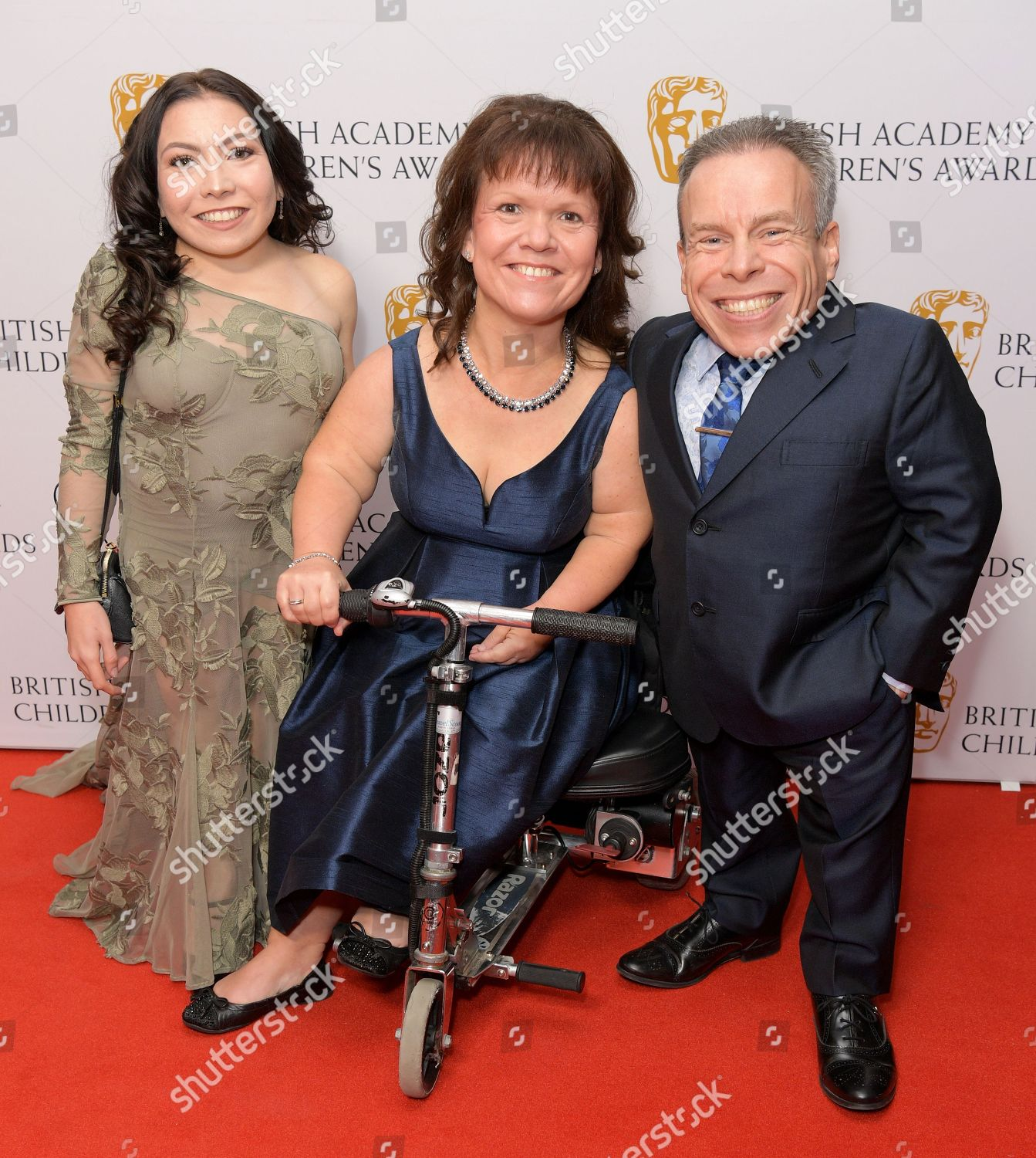 Annabelle Davis Samantha Davis Warwick Davis Foto Editorial En Stock Imagen En Stock Shutterstock Join facebook to connect with samantha davis and others you may know. https www shutterstock com es editorial image editorial british academy childrens awards arrivals roundhouse london uk 25 nov 2018 9990911ao
