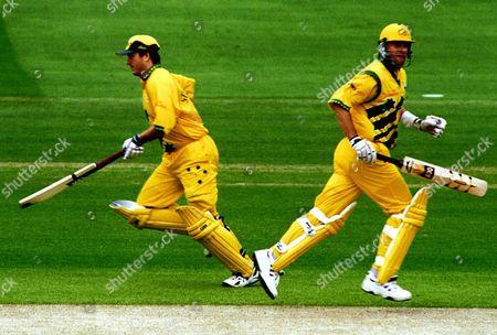 Cricket World Cup 1999 Super Six. Australia V Zimbabawe. Australia Won By 44 Runs.steve And Mark Waugh Steel A Run
