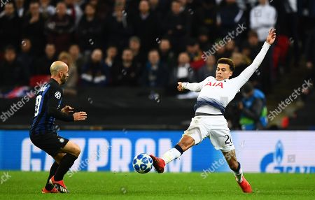 Dele Alli of Tottenham Hotspur stretches for the ball ahead of Borja Valero of Internazionale
