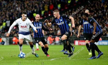 Erik Lamela of Tottenham Hotspur takes on Borja Valero of Inter Milan & Milan Skriniar of Inter Milan