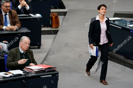 Former Alternative fuer Deutschland (AfD) party member Frauke Petry (R) walks to the speakers desk during the debate on the UN Global Compact for Safe, Orderly and Regular Migration at the German parliament Bundestag in Berlin, Germany, 29 November 2018.