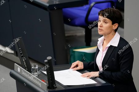 Former Alternative fuer Deutschland (AfD) party member Frauke Petry (R) speaks during the debate on the UN Global Compact for Safe, Orderly and Regular Migration at the German parliament Bundestag in Berlin, Germany, 29 November 2018.