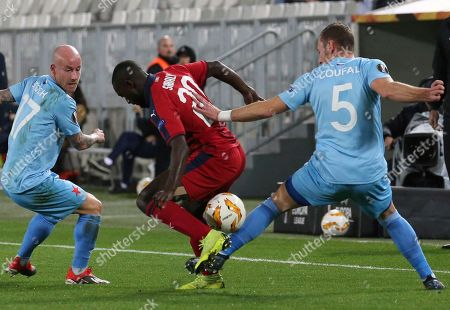 Bordeaux's Youssouf Sabaly, center, challenges with Slavia's Vladimir Coufal, right, and Slavia's Miroslav Stoch during the Europa League group C soccer match between Bordeaux and Slavia Praha played in Bordeaux, southwestern France