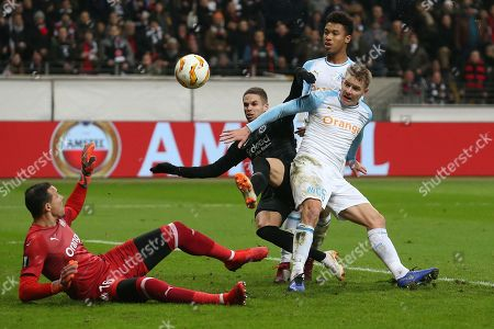 Football Europa League 05.  match day Eintracht Frankfurt - Olympique Marseille29.11.2018 in Commerzbank-Arena in Frankfurt Mijat Gacinovic (Frankfurt)  -  and Tomas Hubocan (Marseille) and goalkeeper Yohann Pele (Marseille)  DFL regulations prohibit any use of photographs as image sequences and/or quasi-video.