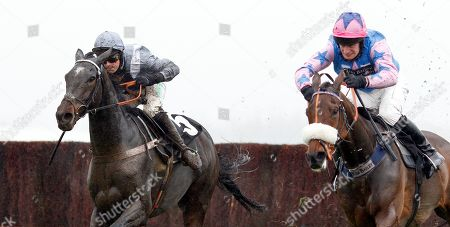 SANTINI (left, Nico de Boinville) beats ROCKY'S TREASURE (right) in The Ladbrokes John Francome Novices Chase Newbury