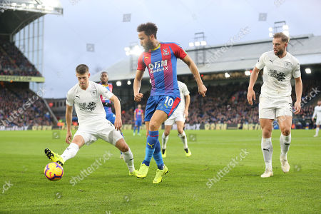Andros Townsend  of Crystal Palace and   Johann Berg Gudmundsson  of Burnley
