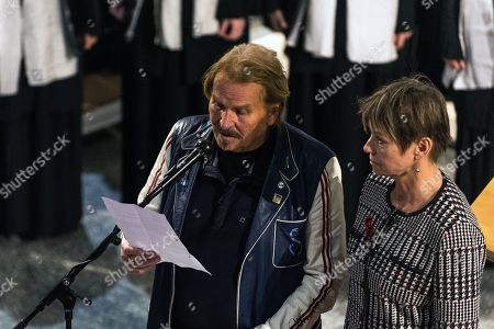 Berlin senator Elke Breitenbach (R) and German musician Frank Zander read a story during an event to collect donations for homeless people in the Saint Thomas Church in Berlin, Germany, 01 December 2018. Under the topic 'open up the door' the organizer created the 'concert for people without an apartment'.