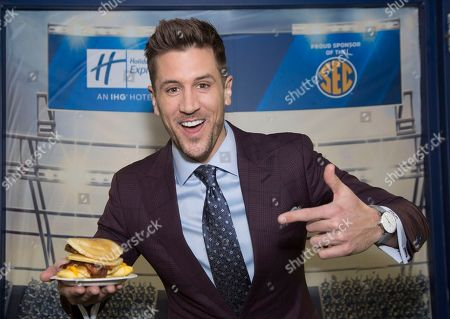 Jordan Rodgers and Holiday Inn Express help SEC fans BE THE READIEST for game day with a new, hot and fresh breakfast