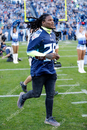 Former Tennessee Titans running back Chris Johnson runs onto the field before an NFL football game between the Titans and the New York Jets, in Nashville, Tenn
