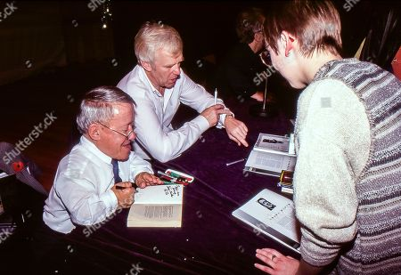 British actors Kenny Baker and Jeremy Bulloch sign autographs