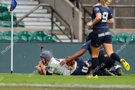 Emily Pratt of Cambridge score the opening try during the Varsity match between Oxford Women and Cambridge Women at Twickenham on December 6, 2018 in London, England. (Photo by Richard Perriman)