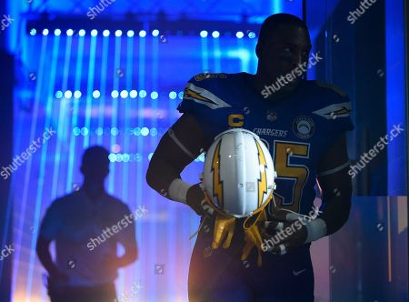 Los Angeles Chargers tight end Antonio Gates heads to the field before an NFL football game against the Arizona Cardinals, in Carson, Calif