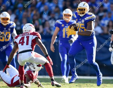 Los Angeles Chargers tight end Antonio Gates, right, runs after a catch during the first half of an NFL football game against the Arizona Cardinals, in Carson, Calif