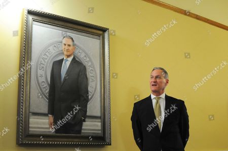 Gov. Dennis Daugaard speaks during the unveiling of his official Capitol portrait in Pierre, S.D., . Connecticut artist Susan Booke Durkee painted the portrait after being chosen through a national selection process