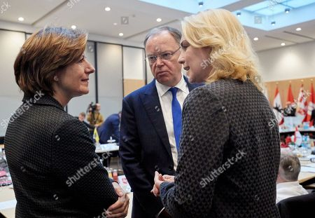 (L-R) Minister President of Rhineland-Palatinate Malu Dreyer, Minister President of Lower Saxony Stephan Weil and Minister President of Mecklenburg-Vorpommern Manuela Schwesig talk during a Minister Presidents' Conference at the German Federal Council 'Bundesrat' in Berlin, Germany, 05 December 2018.