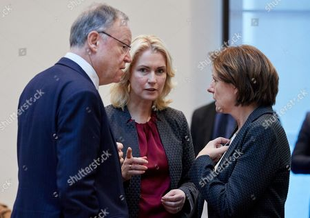 (L-R) Minister President of Lower Saxony Stephan Weil, Minister President of Mecklenburg-Vorpommern Manuela Schwesig and Minister President of Rhineland-Palatinate Malu Dreyer talk during a Minister Presidents' Conference at the German Federal Council 'Bundesrat' in Berlin, Germany, 05 December 2018.