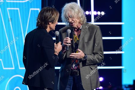 Keith Urban (L) and Irish author Bob Geldof (R) present the ARIA Award for Song of the Year during the 32nd ARIA Awards at The Star in Sydney, New South Wales, Australia, 28 November 2018.