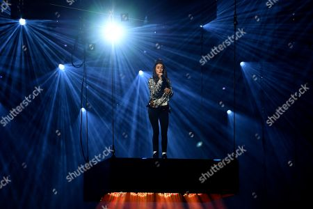 Amy Shark performs on stage during the 32nd ARIA Awards at The Star in Sydney, New South Wales, Australia, 28 November 2018.