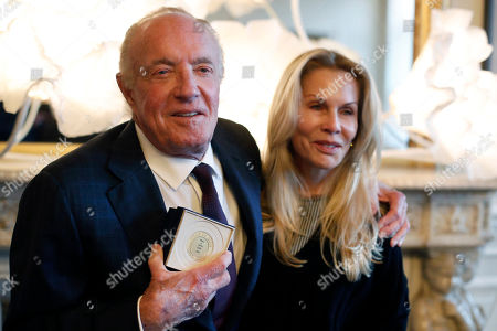 U.S actor James Caan poses with his wife Linda Stokes after being awarded with the Vermeil Paris medal, at the Paris city Hall, in Paris