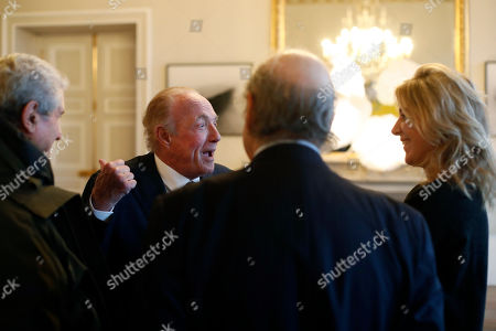 U.S actor James Caan, center left, talks with French director Claude Lelouch, left, and French writer Amanda Sthers, right, prior to be awarded with the Vermeil Paris medal, at the Paris city Hall, in Paris