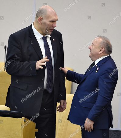 Chairman of the State Duma Committee for Defense Vladimir Shamanov (right) and First Deputy Chairman of the State Duma Committee for Ecology and Environmental Protection Nikolai Valuev (left) before the meeting.
