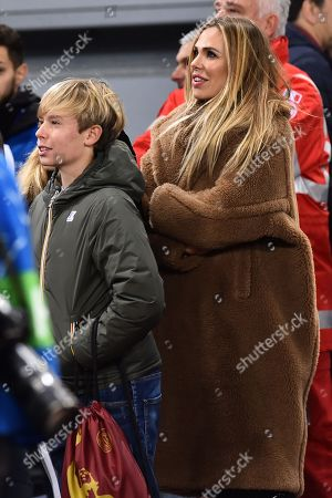 Ilary Blasi with the children Cristian and Chanel