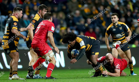 Wasps vs Toulouse. Wasps' Ashley Johnson and Lucas Pointud of Toulouse