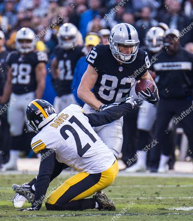 Oakland U.S.A CA Oakland Raiders wide receiver Jordy Nelson (82) catch a short pass during the NFL Football game between Pittsburgh Steelers and the Oakland Raiders 24-21 win at O.co Coliseum Stadium Oakland Calif. Thurman James / CSM