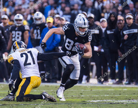 Oakland U.S.A CA Oakland Raiders wide receiver Jordy Nelson (82) catch a short pass and runs for extra yards during the NFL Football game between Pittsburgh Steelers and the Oakland Raiders 24-21 win at O.co Coliseum Stadium Oakland Calif. Thurman James / CSM