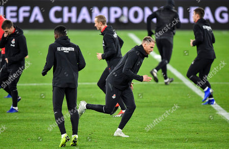 Moscow defender Benedikt Hoewedes exercises during a training session prior the Champions League group D soccer match between FC Schalke 04 and Lokomotiv Moscow in Gelsenkirchen, Germany