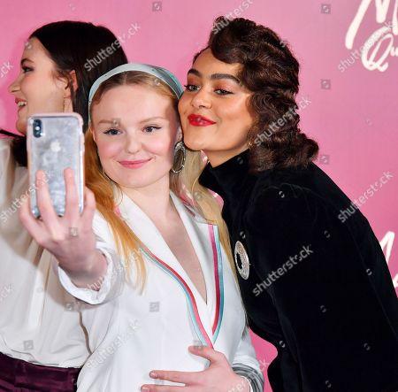 Maria-Victoria Dragus and Izuka Hoyle take a selfie
