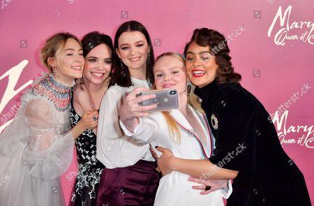 Saoirse Ronan, Eileen O'Higgins, Liah O'Prey, Maria-Victoria Dragus and Izuka Hoyle take a selfie