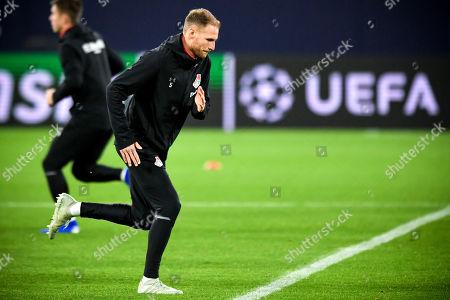 Lokomotiv's Benedikt Hoewedes (C) attends a training session in Gelsenkirchen, Germany, 10 December 2018. Lokomotiv Moscow will face FC Schalke 04 in their UEFA Champions League group D soccer match on 11 December 2018.