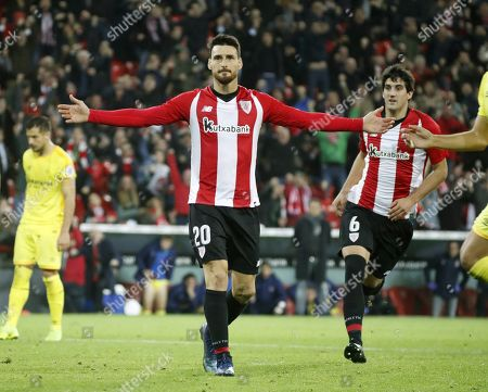 Athletic Bilbao's striker Aritz Aduriz (C) celebrates after scoring during the Spanish La Liga soccer match between Athletic Bilbao and Girona at San Mames stadium in Bilbao, northern Spain, 10 December 2018.